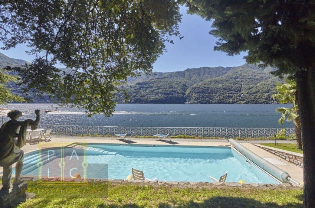 Piscina direttamente sul lago di Como