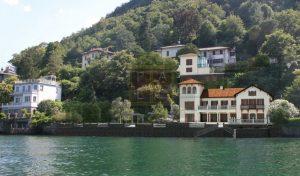 Lago di Como villa classica direttamente a lago in vendita