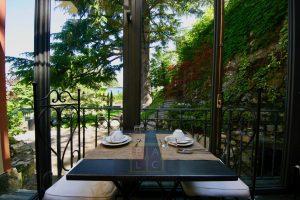 14 breakfast area to garden