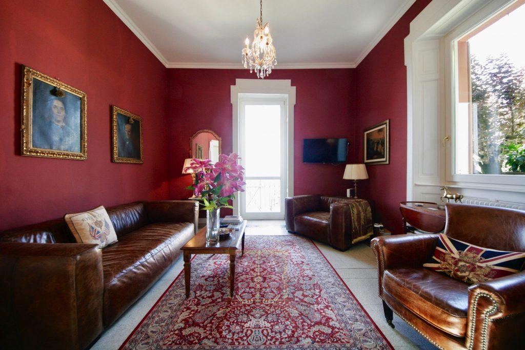 17 living room access garden