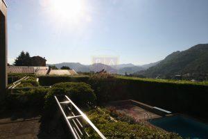 Villa con terrazzo e vista lago di Como