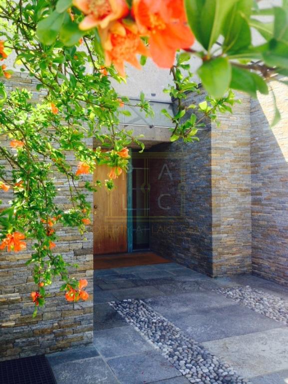 ingresso villa di lusso a Como