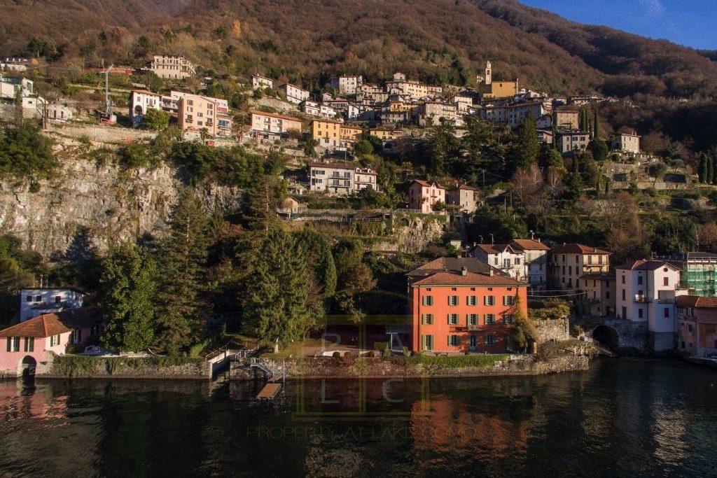 Villa direttamente a lago sul lago di Como