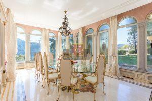 sala da pranzo di prestigio in villa in vendita sul lago di Como