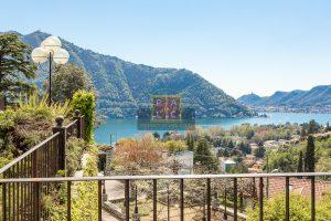 Luxusvilla mit Blick auf den Comer See