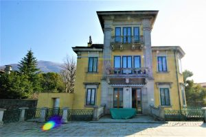 Lakeside villa for sale in Dervio near Varenna on lake Como