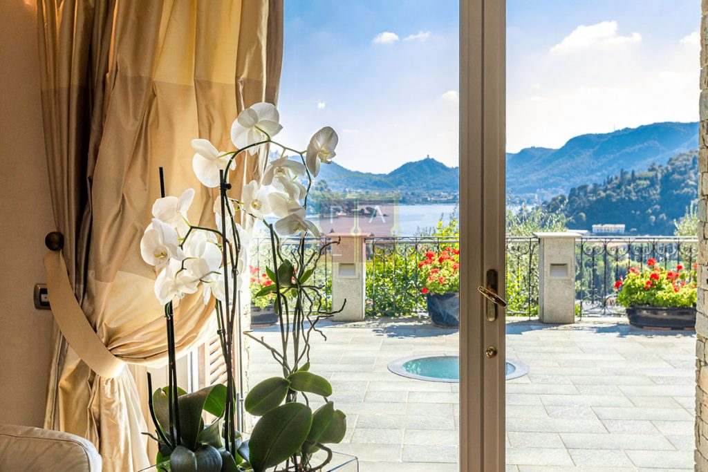 Exclusive Villa Cernobbio window