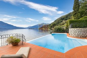 Lakeside villa with pontoon Como (11)