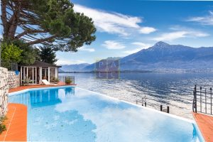 Lakeside villa with pontoon Como (12)