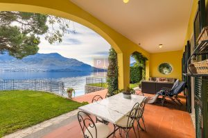 Lakeside villa with pontoon Como (21)