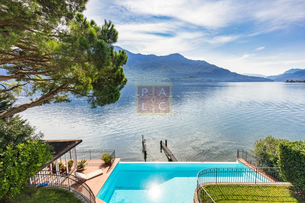 Lakeside villa with pontoon Como (47)