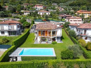 Lago di Como villa con piscina in vendita e stupenda vista lago